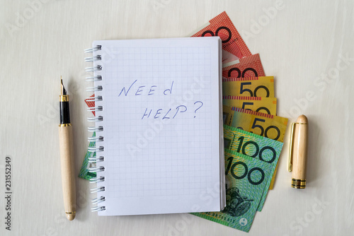 Fotografía  'Need help' text on notepad and australian dollars