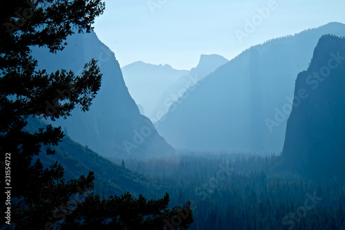 Photo  Tunnel View on a summer morning in Yosemite National Park, California