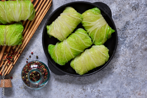 Photographie Savoy cabbage rolls with meat and rice. Vegan cabbage rolls.
