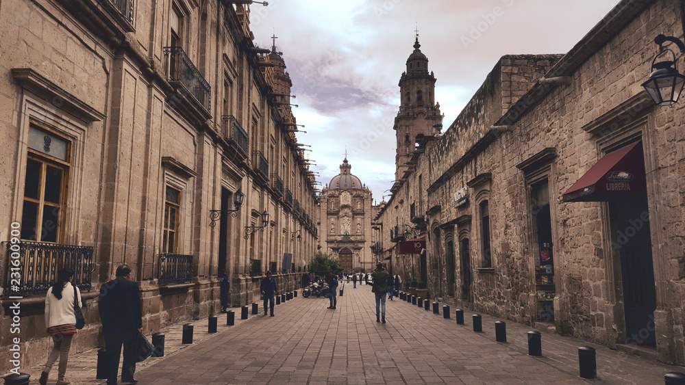 Fototapety, obrazy: Morelia alley leading to cathedral