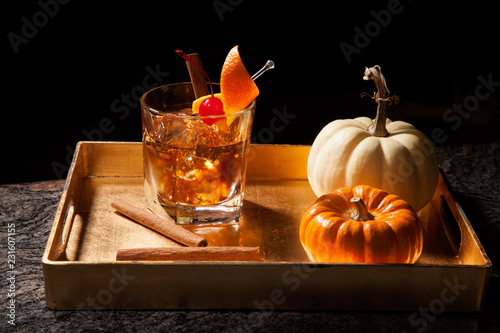 Foto op Plexiglas Cocktail Fall Drinks - Old Fashioned Whiskey Cocktail