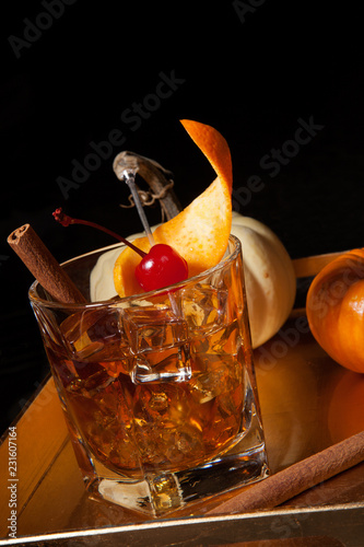 Spoed Foto op Canvas Cocktail Fall Drinks - Old Fashioned Whiskey Cocktail