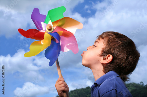 Kid with pinwheel Fototapet