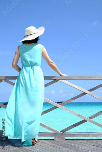Foto op Aluminium Oceanië Woman watching at sea ocean view