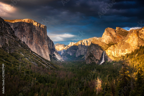 Evening light over Tunnel View in Yosemite Nationall Park Canvas Print