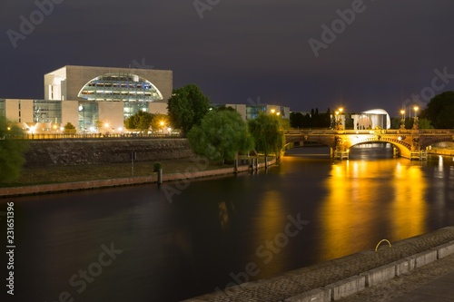 Foto op Plexiglas Berlijn Government quarter Berlin at night with Chancellery and Spree, Berlin, Germany, Europe