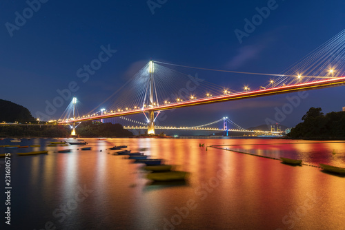 Fotografía  Ting Kau Bridge and Tsing Ma Bridge in Hong Kong at night