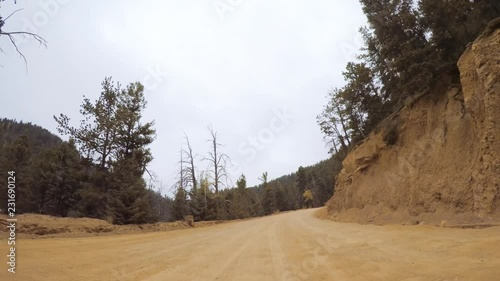 Papier Peint - Driving on small mountain dirt roads from Colorado Springs to Cripple Creek in Autumn.