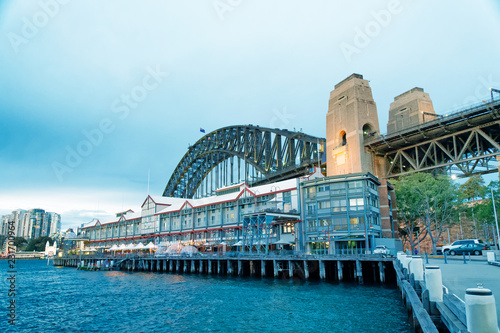 Foto op Aluminium Oceanië Night view of Sydney Harbor Bridge from the Wharf, Australia
