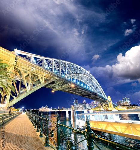 In de dag Oceanië Night view of Sydney Harbor Bridge at sunset, Australia