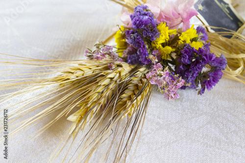 Mazzo Di Fiori Secchi.Bouquet Di Spighe E Fiori Secchi Buy This Stock Photo And