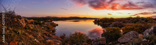 Foto op Plexiglas Chocoladebruin sunrise over a lake in oklahoma