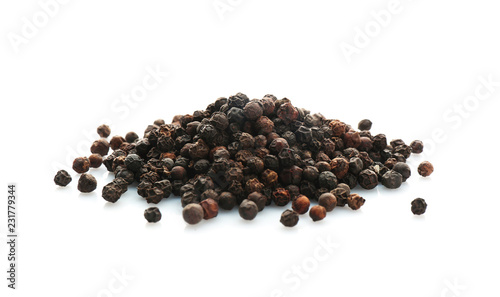 Fotografia Black pepper grains on white background. Natural spice