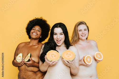 Fotografia, Obraz Diverse curvy nude women holding fruits over their breasts