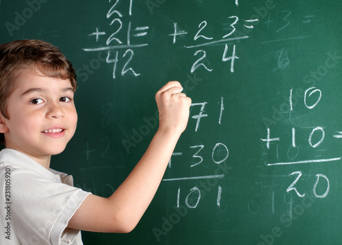 Photo Young student in front of blackboard