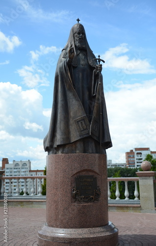 Foto op Canvas Monument Monument to Patriarch Alexy II near the Holy Dormition Cathedral in Vitebsk