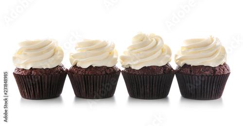 Photo  Tasty chocolate cupcakes on white background