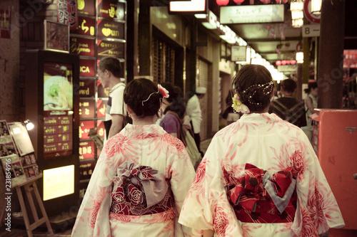 Obraz na plátně  Geishas Japón Kyoto calle luces
