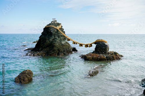 Spoed Foto op Canvas Asia land Meoto Iwa sacred rocks in japan