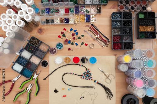 takı tasarımcısı boncuklar ile kolye örme, el sanatları Canvas Print