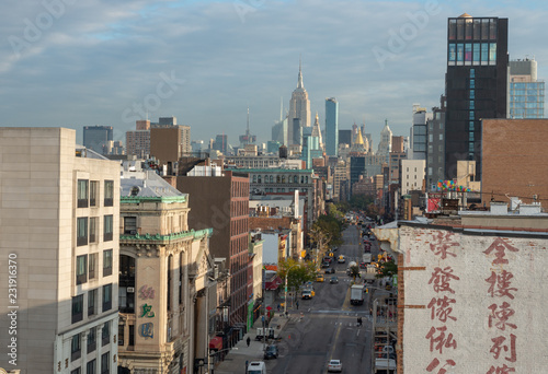 Poster Amerikaanse Plekken View of street in Chinatown in New York City