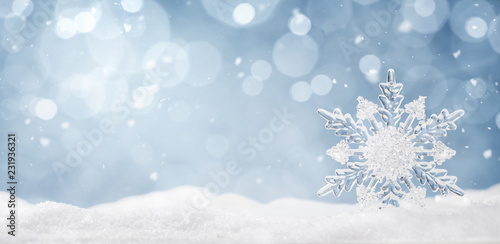 Fotografía  Winter background, ice crystal snowflake in the snow with copy space