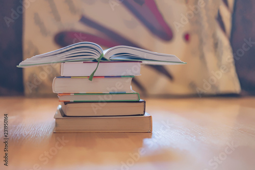 Fotografía  stack of books on wooden surface  f