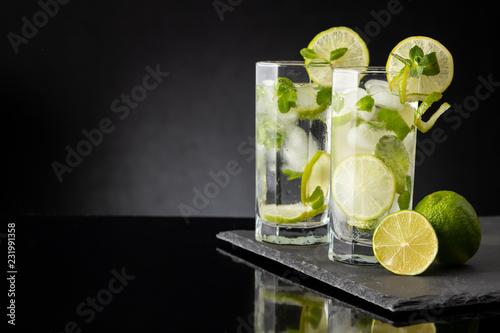 Foto op Plexiglas Cocktail Two mojito cocktails