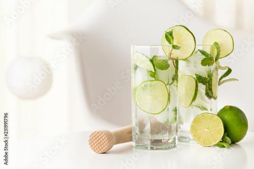 Foto op Plexiglas Cocktail Refreshing mojito cocktails