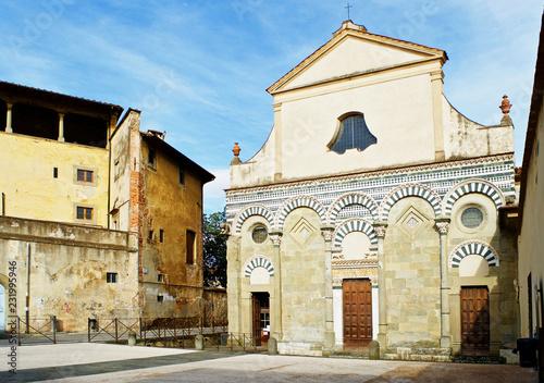 Obraz na plátně Pistoia, Toscana, Italia, scorcio della chiesa di San Bartolomeo in Pantano, la cui facciata risale al periodo romanico dell'arte medievale