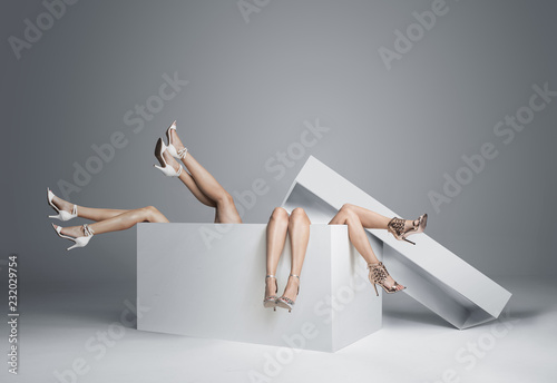 Photo sur Toile Artiste KB Conceptual photo of women's legs in the huge gift box