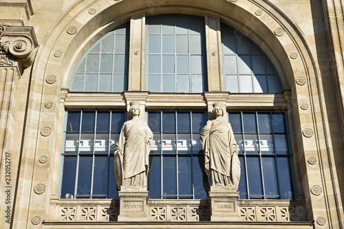 In de dag Noord Europa Statues de la gare du Nord à Paris, France