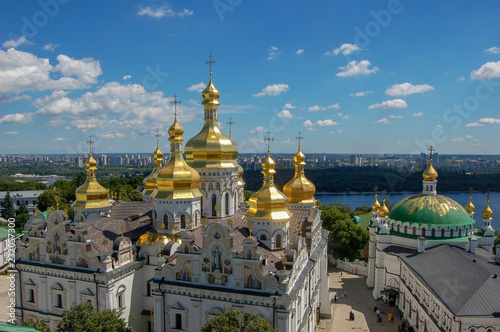 Staande foto Kiev Ukraine. The Kiev Pechersk Lavra is a common name for an entire complex of cathedrals, bell towers, cloisters, fortification walls and underground caverns.