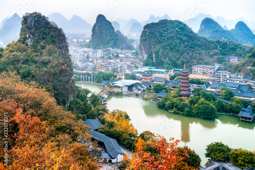 Photo Stands Guilin Guangxi, China, Guilin, Diecai mountain, mulong lake,panorama autumn scenery