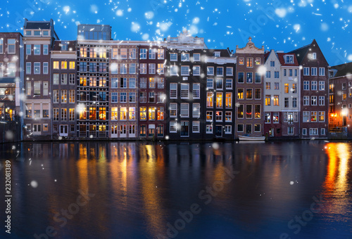 Foto op Aluminium Historisch geb. Historical houses facades over canal with reflections illuminated at night, Amsterdam with snow, Netherlands
