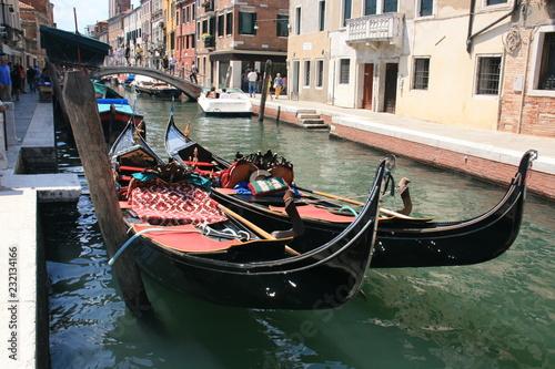 Fototapety, obrazy: Deux gondoles à Venise