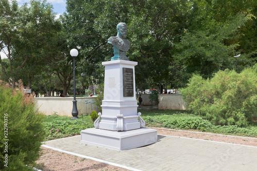 Fotografia  Monument to Emperor Nicholas II on the Tereshkova Embankment in the city of Evpa