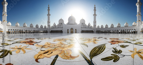 Spoed Foto op Canvas Abu Dhabi Sheikh Zayed Grand Mosque in Abu-Dhabi in the day