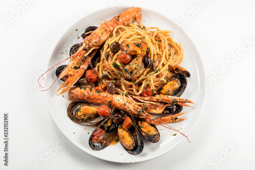 Staande foto Klaar gerecht Plate of spaghetti with prawn mussels olives and tomatoes