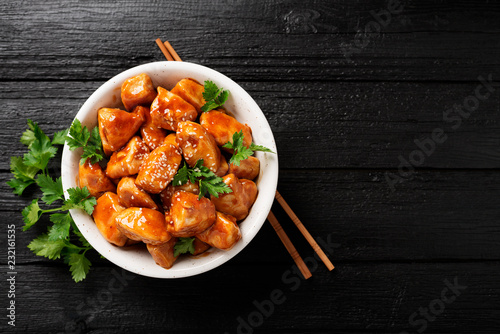 Photo  Spicy sweet and sour general tso chicken .