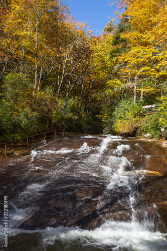 Tuinposter Sliding Rock in Pisgah National Forest in North Carolina in autumn.