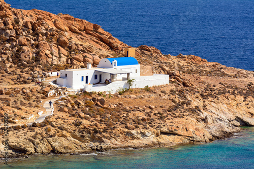 Spoed Foto op Canvas Aziatische Plekken Agios Sostis beach, the church of Agios Sostis standing on the rocks. Serifos island, Greece