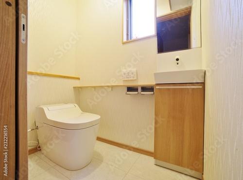 Cuadros en Lienzo 日本の住宅のトイレ