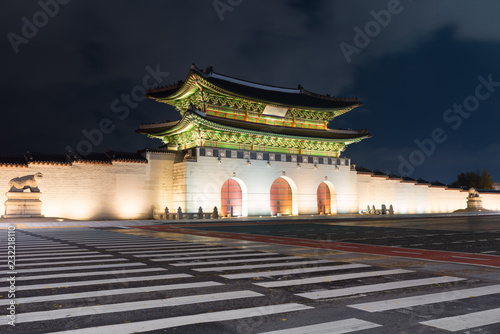 Gwanghwamun gate at Geyongbokgung Palace in Seoul at night, South Korea.