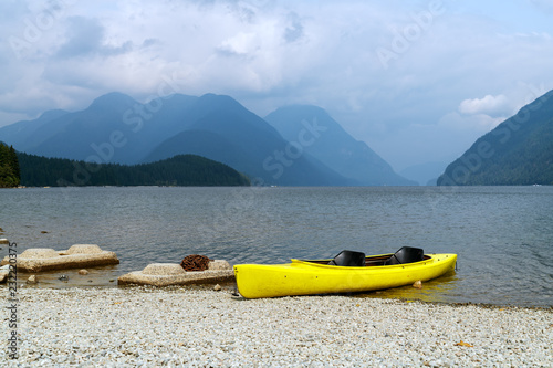 Photo  Autumn is coming to Alouette Lake in Golden Ears Provincial Park in the Coastal