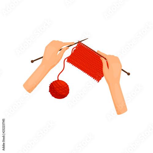 Fotografia  Female hands knits woolen clothes, top view