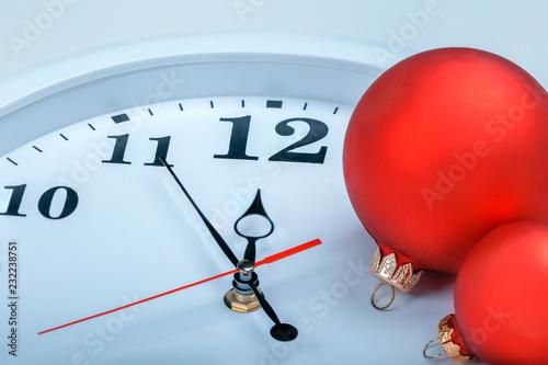 Fotografía  Clock and christmas balls. New Year concept.