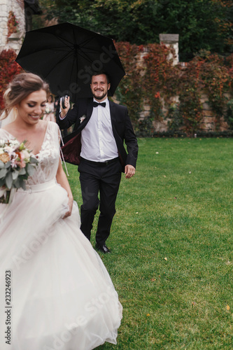 Surprising Stylish Groom Running Under Umbrella In Rainy Outdoor To Download Free Architecture Designs Scobabritishbridgeorg