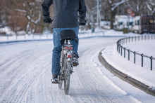 Winter_cyclist