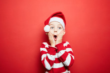 Kind Schaut überrascht An Weihnachten